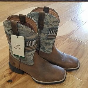 NWT Ariat Boot